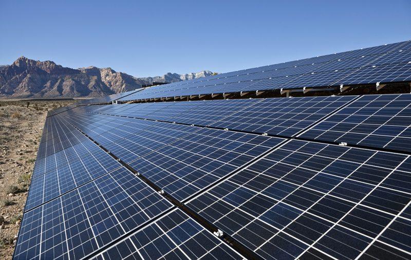 برق انرژی پاک چشمان پدافند غیرعامل را روشن نکرد/معطل ماندن سرمایه گذاری های خورشیدی زیرسایه تورم,