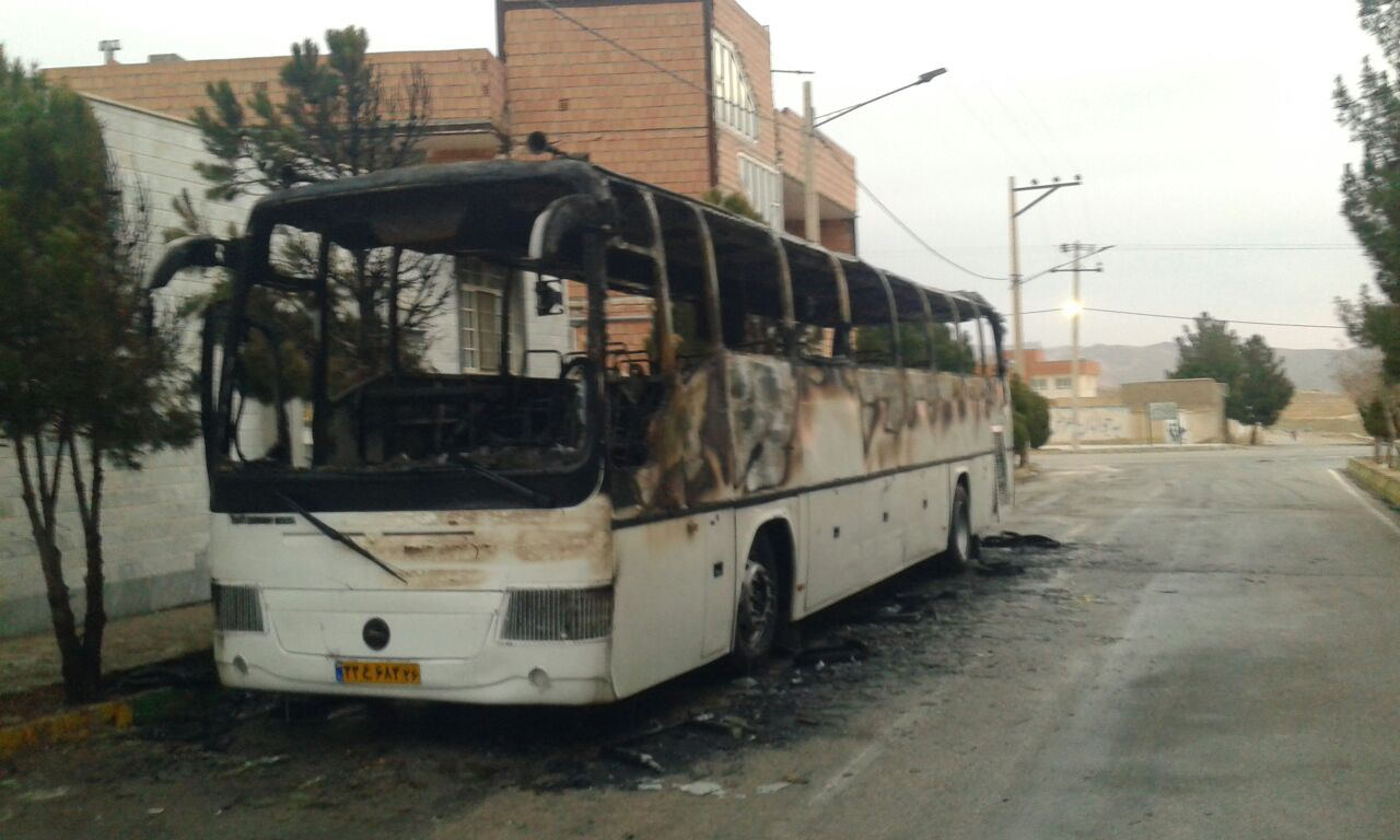 آتش سوزی یک دستگاه اتوبوس در بلوار آموزگار شهر گرمه,
