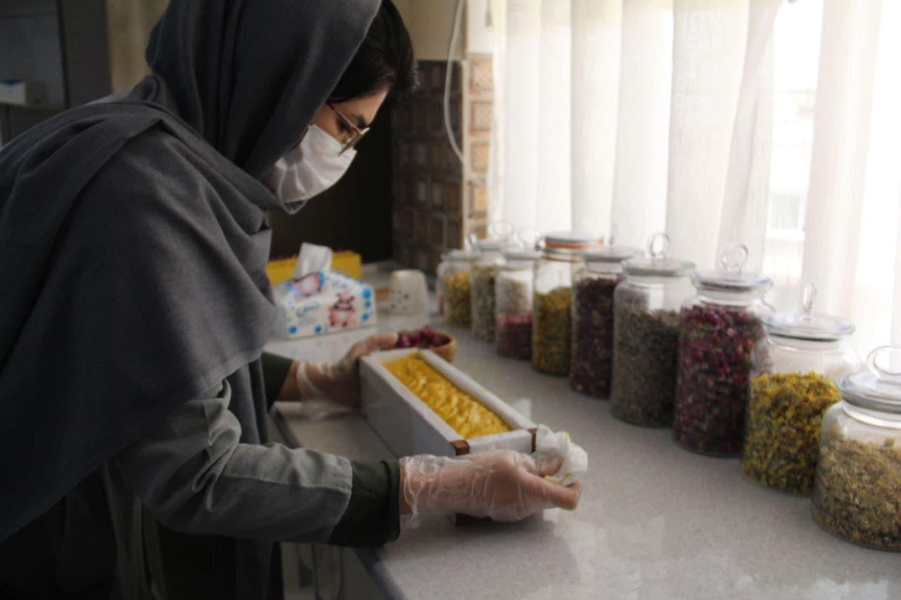 صابون های خانگی که درآمدزا شده اند/ خلا حمایت از جوانان کارآفرین همچنان پررنگ است