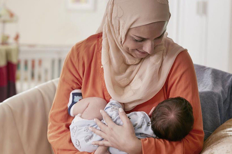 شیر مادر حاوی انواع سلول های زنده دفاعی و ضد میکروبی است