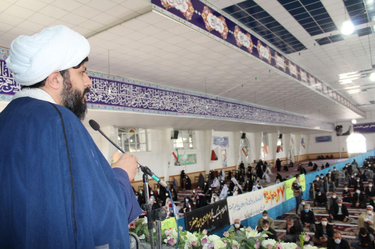 امام جمعه شیروان از عدم حضور مسئولین در نماز جمعه گلایه کرد