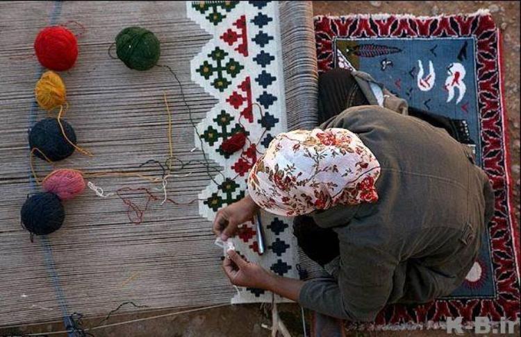 اشتغال 60درصد از بانوان روستای الست اسفراین در حوزه گلیمبافی